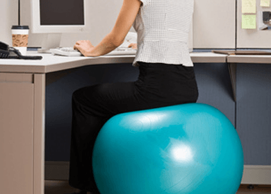 4 reasons why your butt should be on an exercise ball instead of a desk chair - Replacing office chair with exercise ball ...