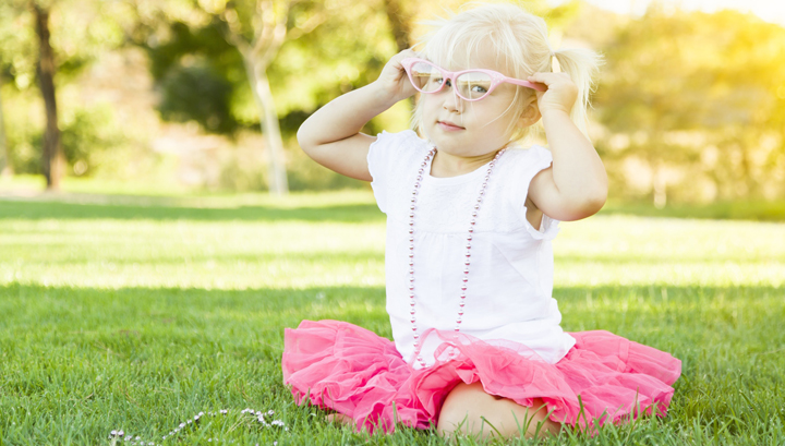 kid-playing-dress-up