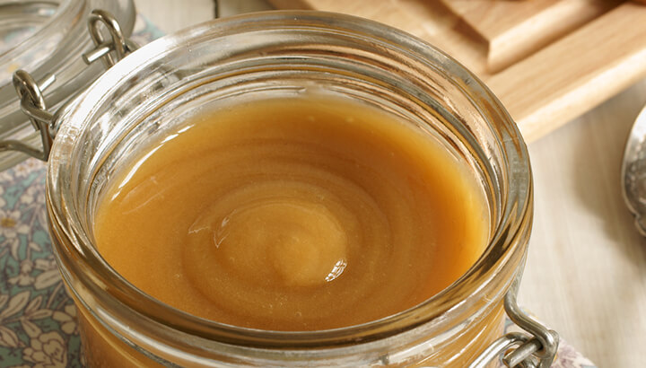 Manuka honey with a UMF rating contains DHA, methylglyoxal and leptospiren
